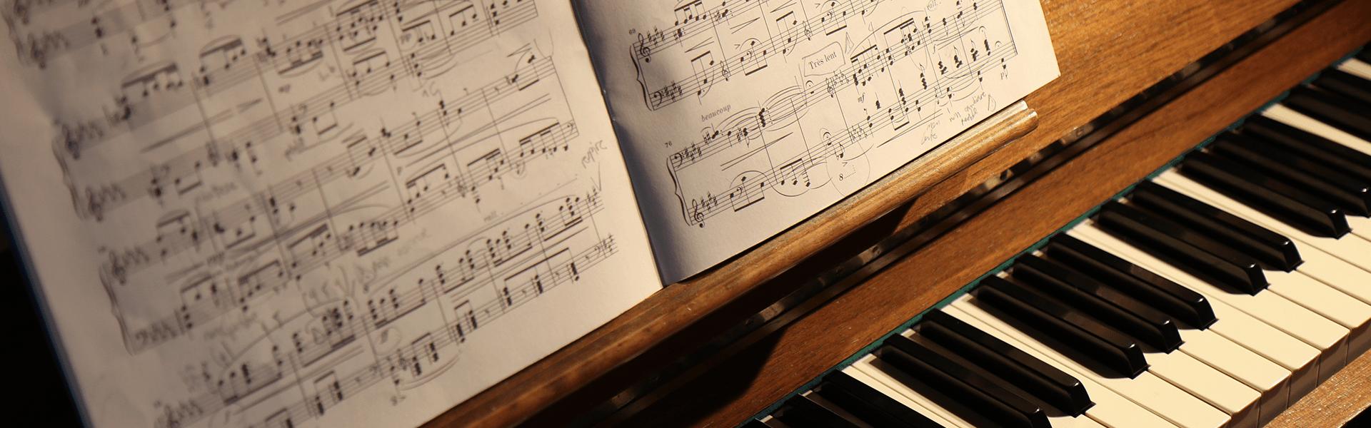 Klaviernoten- und Zubehör