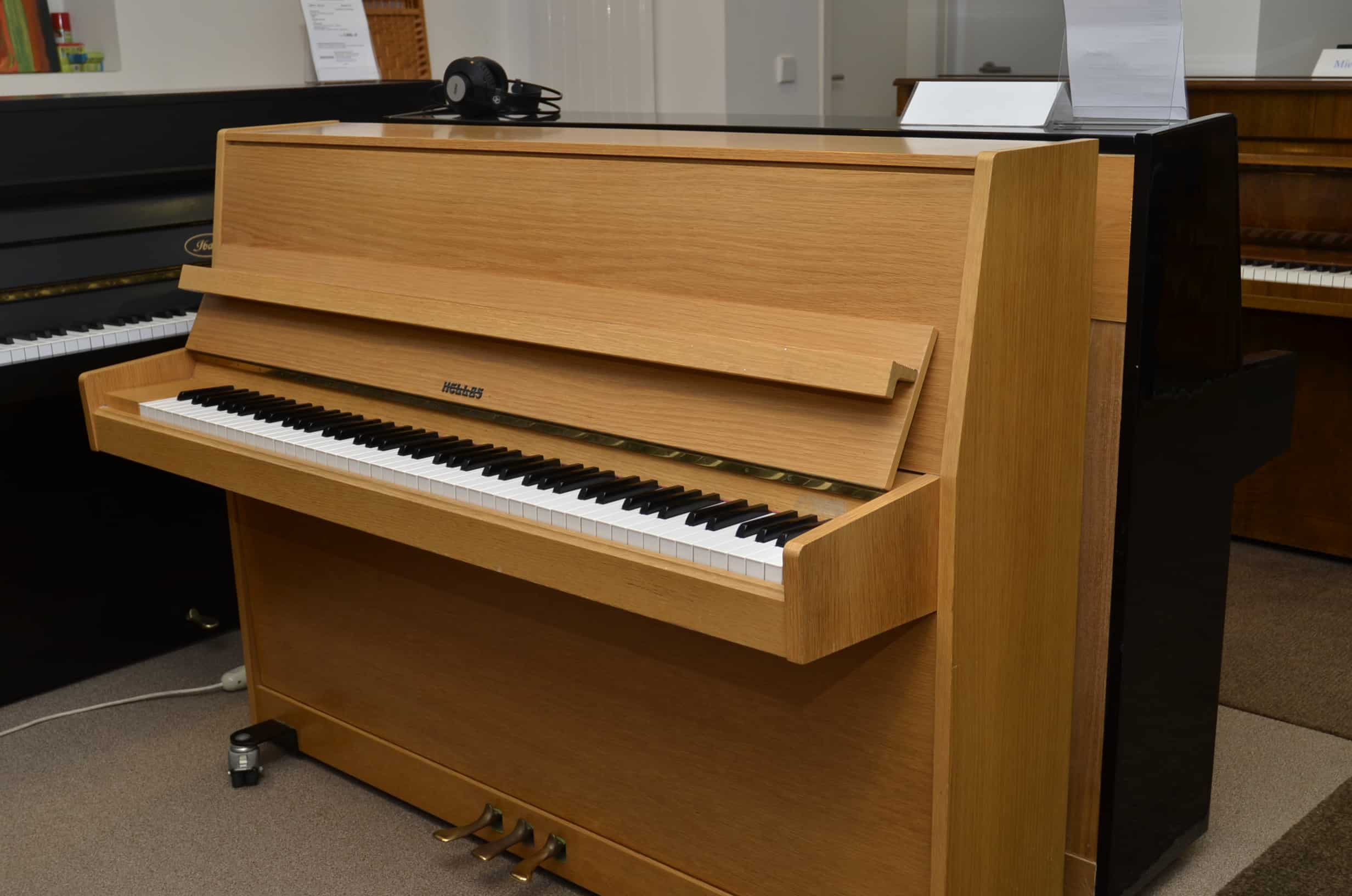 Hellas Klavier Modell 108
